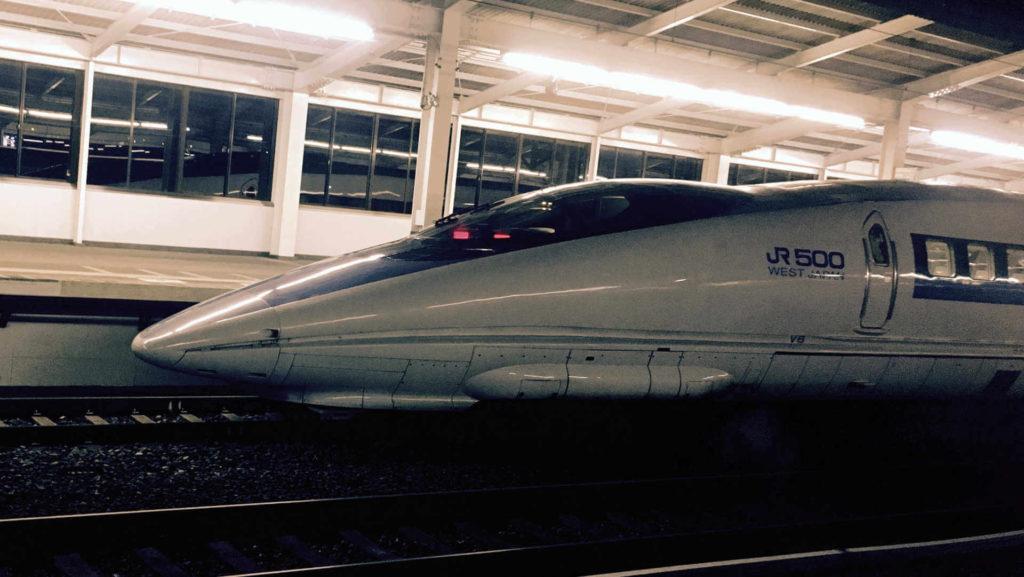 Ah, the Japanese bullet train melts my heart. The Shinkansen looks fast standing still!